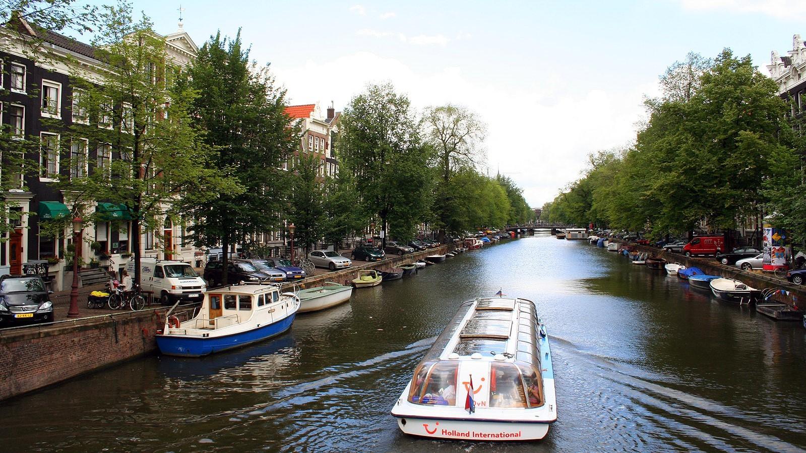 Łudź na kanale w Holandii